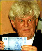 Wim Duisenberg presenting the new euro bank notes