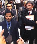 Attorney-general's official Yushar Yahya (left) with Suharto lawyer Juan Felix Tampubolon