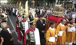 Procession of holy relics to parliament