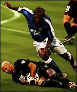 Fabien Barthez plunges at the feet of David Johnson