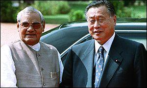 Atal Behari Vajpayee, left, and Yoshiro Mori