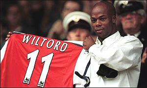 Sylvain Wiltord salutes the Highbury crowd