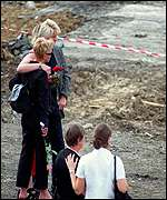 Relatives at the Concorde crash site