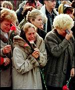 Grieving relatives of Kursk's crew
