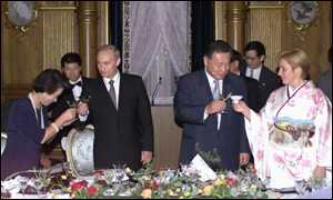 Russian President Vladimir and  Japanese Prime Minister Vladimir Putin and their wives toast at Tokyo reception.