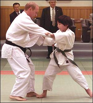 http://news.bbc.co.uk/olmedia/910000/images/_911383_judo2_300.jpg
