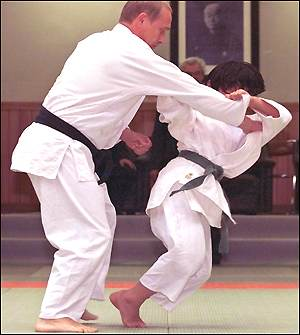 http://news.bbc.co.uk/olmedia/910000/images/_911383_judo4_300.jpg