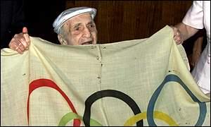 Hal Haig Prieste with original Olimpiyat bayrağı