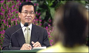 President Chen answers reporters' questions