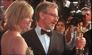 Steven Spielberg, with his wife Kate Capshaw, clutches his Oscar