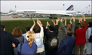 Air France staff greet Concorde in Paris