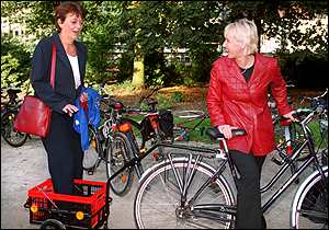 Margot Wallstroem gives a lift to Belgium's Minister for Transportation, Isabelle Durant