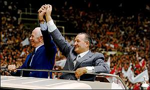 Liverpool manager Bob Paisley (right) and former Manchester United manager Matt Busby (left)