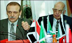 Palestinian Minister, Yasser Abed Rabbou (l) and Arab League Secretary General, Esmat Abdel Meguid, in Cairo