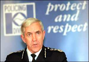 Former Metropolitan Police Commission Sir Paul Condon at the Lawrence inquiry launch (1999)
