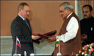 Russian President Vladimir Putin and Indian Prime Minister Atal Behari Vajpayee in 2000