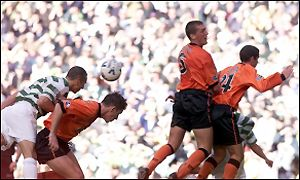 Henrik Larsson climbs to head Celtic in front
