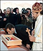 Kostunica kissing the coffin of Serb poet Jovan Ducic