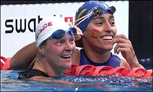 Beatrice Hess (l) celebrates with Maria Teresa Perales in the 50m Backstroke S5