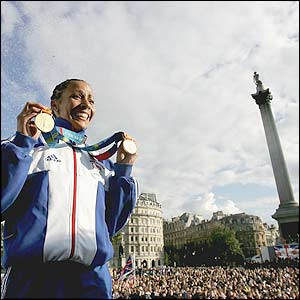 http://news.bbc.co.uk/sol/shared/spl/hi/pop_ups/04/athletics_dame_kelly_holmes0_career_in_pictures/img/10.jpg