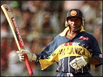 Aravinda de Silva acknowledges the crowd