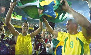 Rivaldo and Ronaldo celebrate victory
