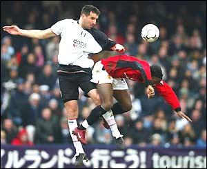 Ian Pearce beats Louis Saha in the air