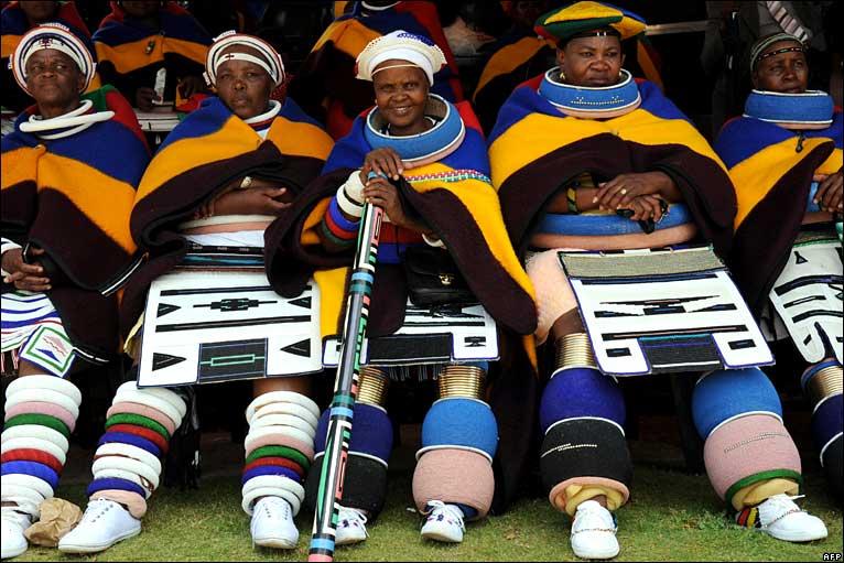 kwekudee-tripdownmemorylaneq: NDEBELE (MANALA NDEBELE AND NDZUNDZA NDEBELE) PEOPLE: SOUTH AFRICA`S ARTISTIC, COLORFUL DRESSING AND PEACEFUL PEOPLE